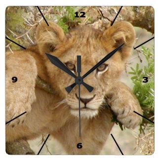 ライオンの子の柱時計(黒いダイヤルと) スクエア壁時計