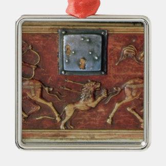 ライオンの狩り、ビザンチンの小箱からのプラク、第11セリウム シルバーカラー正方形オーナメント