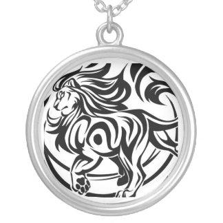 ライオンの種族の入れ墨 シルバープレートネックレス