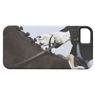 ライダーを持つ馬場馬術の馬のクローズアップ iPhone SE/5/5s ケース