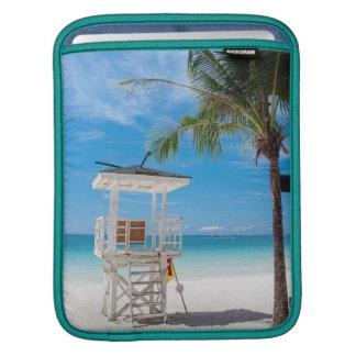 ライフガードのポスト|の白いビーチ、ボラカイ島 iPadスリーブ