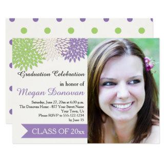 ライムグリーンのアイボリーの紫色の花びらの卒業パーティー カード