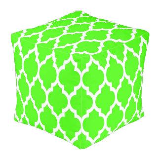 ライムグリーンの白いモロッコのクローバーパターン#4 プーフ