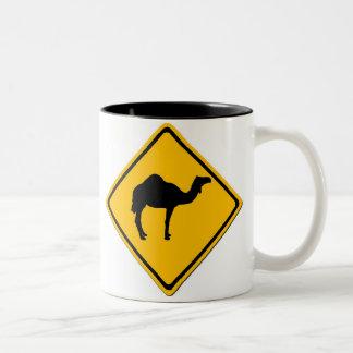 ラクダの交差のマグ ツートーンマグカップ