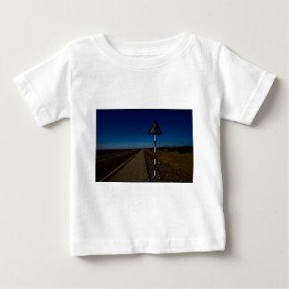 ラクダの交差 ベビーTシャツ