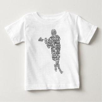 ラクロスプレーヤーのタイポグラフィのTシャツ ベビーTシャツ