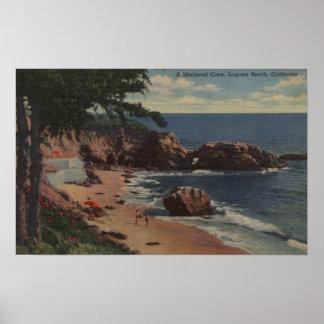 ラグナのビーチ、カリフォルニア-海岸の保護された入江 ポスター