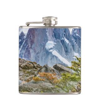 ラグナTorre El Chalten ArgentiのSnowy山 フラスク