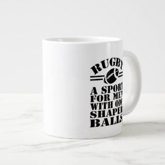 ラグビー異様な定形球と男性へスポーツ ジャンボコーヒーマグカップ