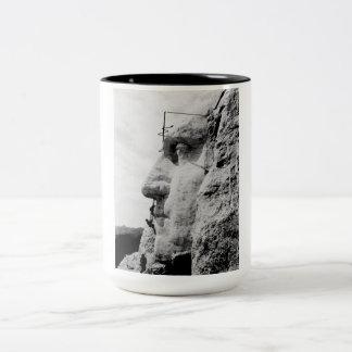 ラシュモア山の建築 ツートーンマグカップ