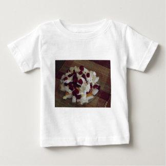 ラズベリーのデザート ベビーTシャツ