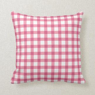 ラズベリーのピンクのギンガムの点検パターン クッション