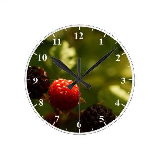 ラズベリーの円形の中型の柱時計 ラウンド壁時計