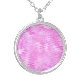 ラズベリーの波紋のピンクの抽象芸術パターン シルバープレートネックレス