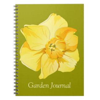 ラッパスイセンの黄色い短いトランペットの春の花 ノートブック