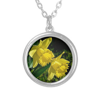 ラッパスイセンの3月の誕生月の花 シルバープレートネックレス