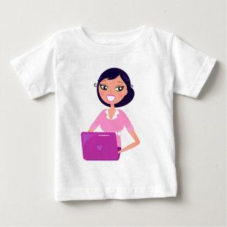 ラップトップ/秘書の女の子を持つ女の子 ベビーTシャツ