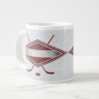 ラトビアのホッケーの旗のロゴのマグ ジャンボコーヒーマグカップ