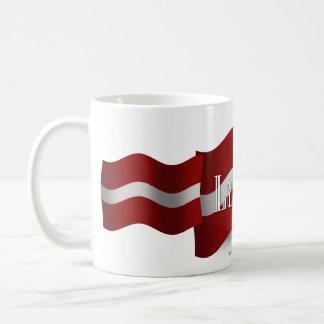 ラトビアの振る旗 コーヒーマグカップ