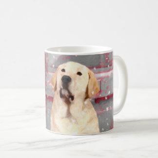 ラブラドル・レトリーバー犬のイエロー・ラブラドール・レトリーバーのクリスマスのマグ コーヒーマグカップ