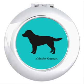 ラブラドル・レトリーバー犬のコンパクトの鏡