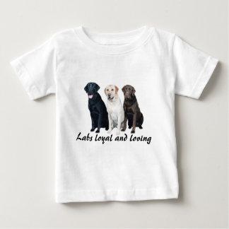 ラブラドル・レトリーバー犬の幼児のユニセックスなワイシャツ ベビーTシャツ