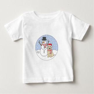 ラブラドールおよび雪だるま ベビーTシャツ