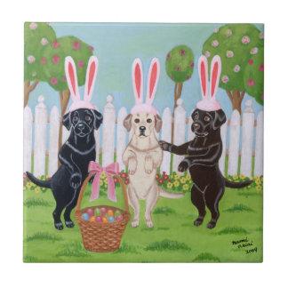 ラブラドールのイースターのウサギの絵を描くこと タイル