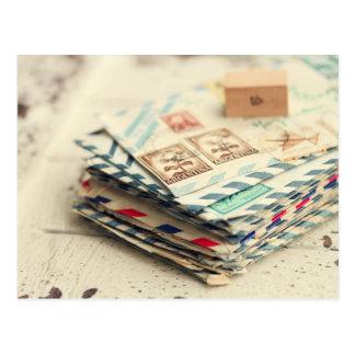 ラブレターの郵便はがきの積み重ね ポストカード