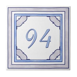 ラベンダーおよび青く大きい屋家番号 タイル