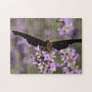 ラベンダーの果汁を吸っている孔雀蝶 ジグソーパズル