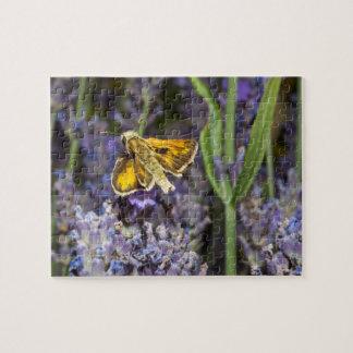ラベンダーの花の飛ぶ人の蝶 パズル