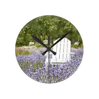 ラベンダー分野の椅子 ラウンド壁時計