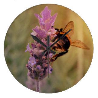 ラベンダー及び蜂の柱時計{StanleyStudiosStore} ラージ壁時計
