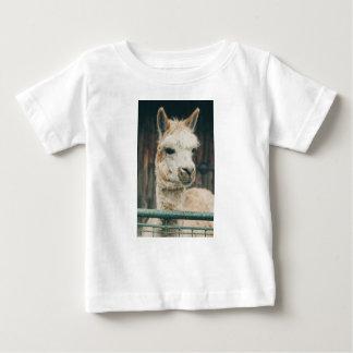 ラマの近い上り ベビーTシャツ