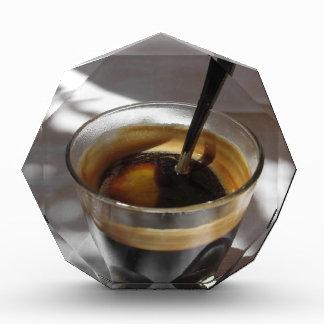 ラム酒、砂糖およびレモンの皮が付いているエスプレッソのコーヒー 表彰盾