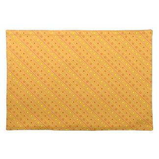 ランチョンマットの熱く黄色およびオレンジ水玉模様 ランチョンマット