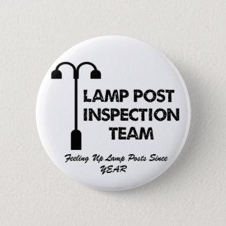 ランプのポストの調査団 5.7CM 丸型バッジ