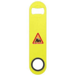 ラーテルの交差の印-黄色い背景 スピードボトルオープナー