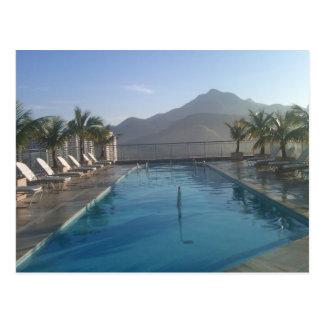 リオデジャネイロの山景色のプール ポストカード