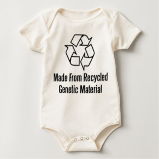リサイクルされた遺伝物質から作られる ベビーボディスーツ