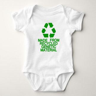 リサイクルされた遺伝物質 ベビーボディスーツ