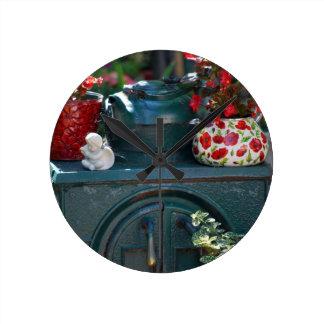 """""""リサWoodburnによってストーブ""""に元の写真撮影アイロンをかけて下さい ラウンド壁時計"""