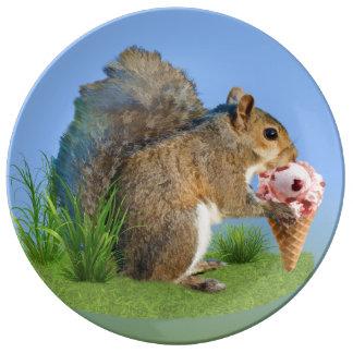 リスの食べ物のアイスクリームコーン 磁器プレート