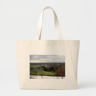 リッチモンドの丘台地、サリー州、イギリスからの眺め ラージトートバッグ