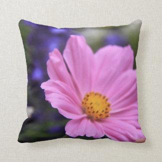 リバーシブルのピンクの花の装飾用クッション クッション