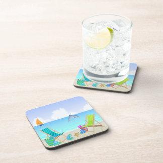 リラックスさせるなビーチの飲み物のコースターは(6)を置きました コースター