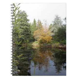 リラックスさせるな庭場面写真、美しい木… ノートブック