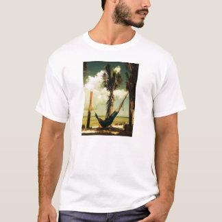 リラックスさせるな熱帯ハンモックの昼寝 Tシャツ