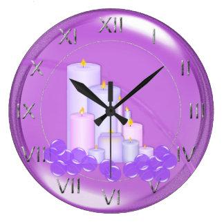 リラックスさせるな紫色の蝋燭の浴室 ラージ壁時計